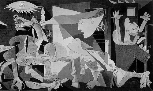 """Il quadro capolavoro di Pablo Picasso (altezza 349,3 cm; larghezza 776,6 cm) deriva il suo titolo dal nome della cittadina basca (Guernica y Luno) distrutta da aerei tedeschi il 26 aprile 1937, durante l'infuriare della guerra civile. Secondo un aneddoto un ufficiale nazista in visita allo studio parigino del pittore durante l'occupazione della capitale francese, chiese se fosse lui l'autore  """"di quell'orrore"""": al che il maestro rispose """"No, è opera vostra"""". Oggi il quadro si trova al museo madrileno Reina Sofia."""