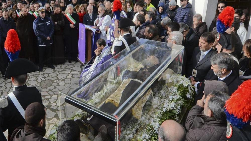 San Pio accolto stamane a Pietrelcina