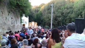 Un'altra foto della folla