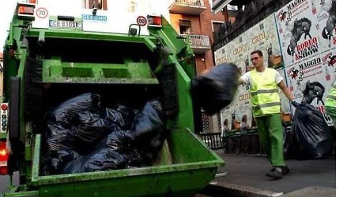 Di fronte a un «grave» disservizio nella raccolta dei rifiuti il Comune non può lavarsene le mani